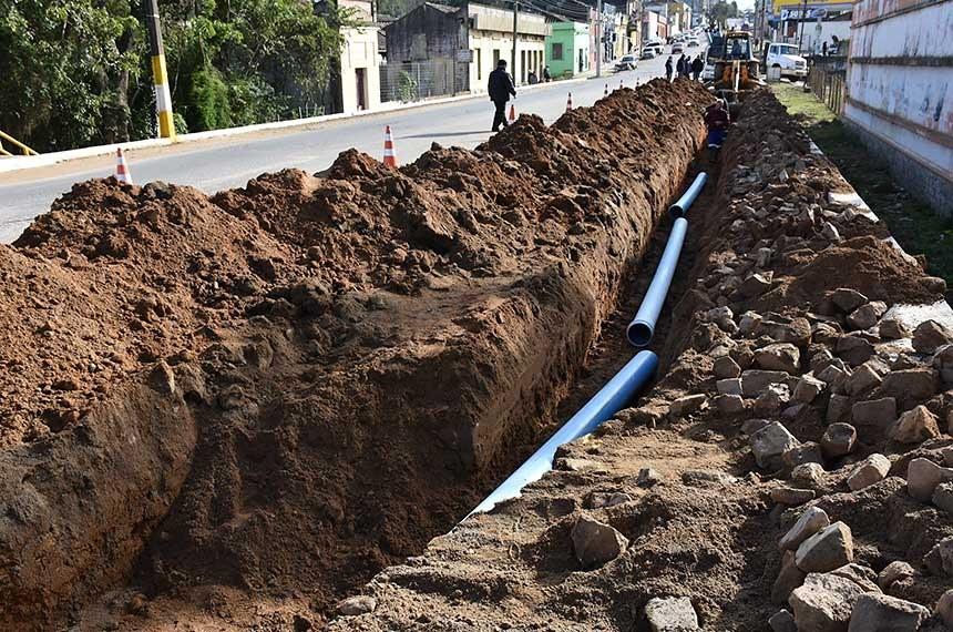 O Brasil deu um passo importante em direção à universalização da oferta de água tratada, da coleta e do tratamento de esgoto. O Senado aprovou, no dia 25 de junho, o novo marco regulatório do saneamento básico no país (PL 4.162/2019). Com isso, o governo federal estima a injeção de R$ 700 bilhões no setor até 2033, o desenvolvimento da infraestrutura nacional e a melhoria da qualidade de vida para milhares de brasileiros que, lamentavelmente, ainda sofrem com a falta de água tratada e de um sistema adequado de esgotamento sanitário.